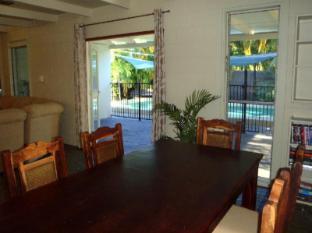 Cairns Beach & Golf Holiday House Cairns - Dining