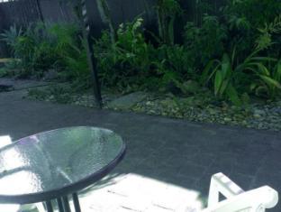 Cairns Beach & Golf Holiday House Cairns - Garden