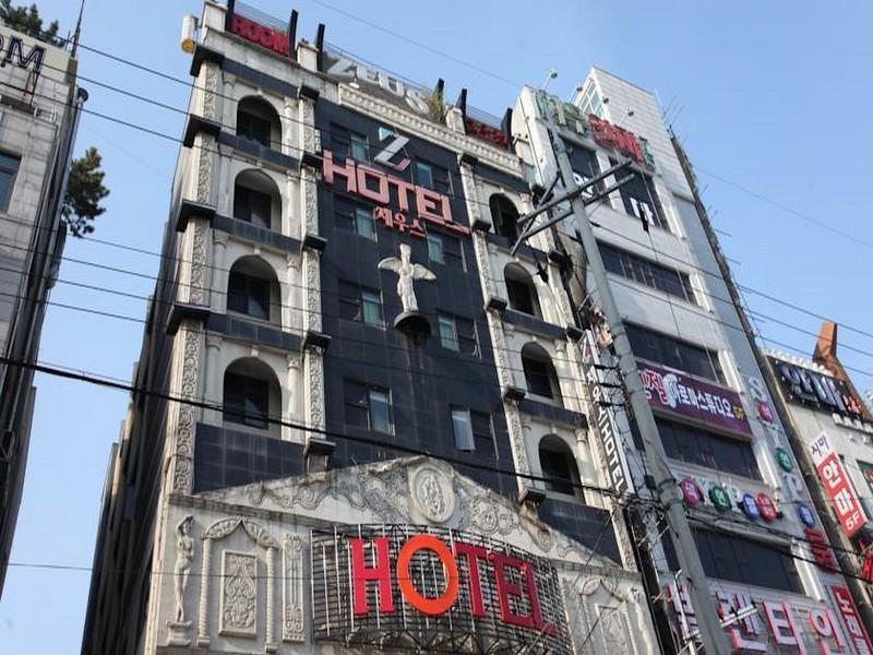 โรงแรม เซอุส  (Zeus Hotel)