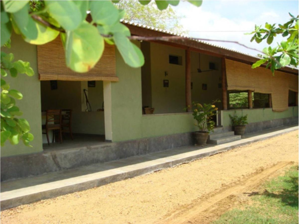 Margosa Holiday Bungalow - Hotels and Accommodation in Sri Lanka, Asia