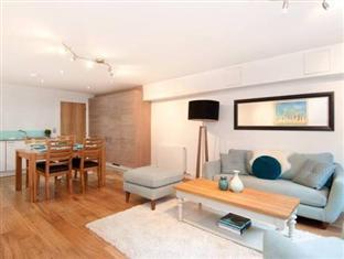 VIP Apartments Edinburgh - Living Room