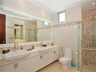 Nagawari Chic Villa Pattaya - Bathroom Master 2nd floor
