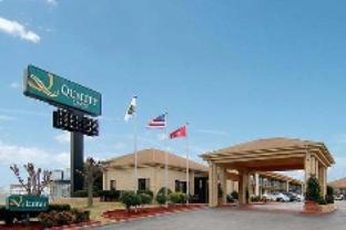 Quality Inn Airport Graceland Hotel
