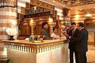 ガーニ パレス ホテルの外観