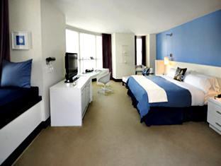 W San Diego guestroom junior suite