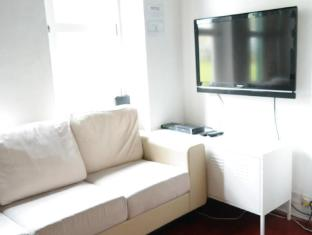 Plush Pods Hostel Singapore - Cable TV