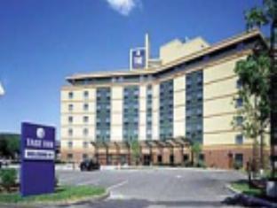 La Quinta Inn & Suites Boston Somerville Hotel