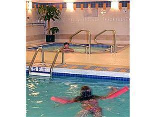 Marriott Pinnacle Hotel Vancouver (BC) - Pool