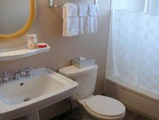 Ramada Limited Hotel Vancouver - Kylpyhuone