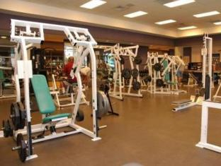 Hotel Le Soleil By Executive Hotels Vancouver (BC) - Fitness Room