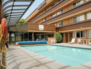 Days Inn Victoria On The Harbor Victoria (BC) - Swimming Pool