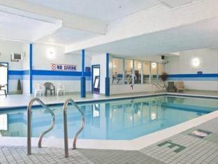 Howard Johnson Victoria Hotel Victoria (BC) - Swimming Pool