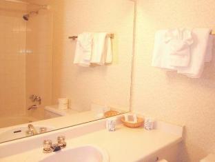 Howard Johnson Victoria Hotel Victoria (BC) - Bathroom