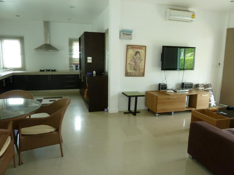 Hotell Villa Esmeralda i Naiharn, Phuket. Klicka för att läsa mer och skicka bokningsförfrågan