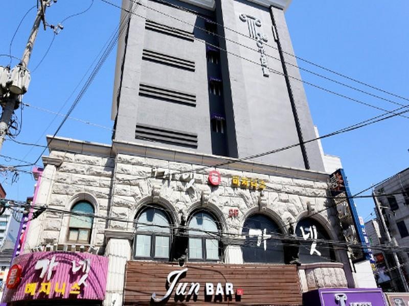 โรงแรม เดอะโฮเต็ล  (The Hotel)