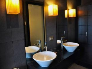 Soleste Suites Manila - Bathroom