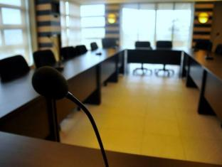 Soleste Suites Manila - Meeting Room