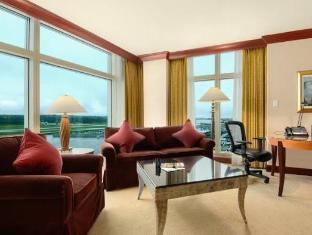 The Fairmont Vancouver Airport Richmond (BC) - Suite Room