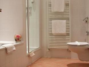 Best Western Plus Hotel Meteor Plaza Prague - Bathroom