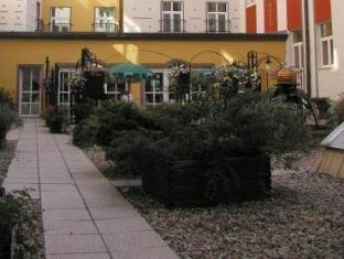 Best Western Plus Hotel Meteor Plaza Prague - Surroundings