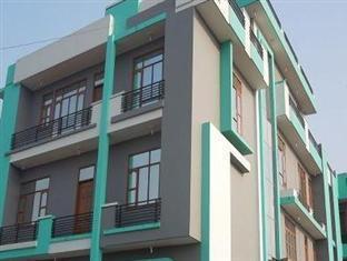 Hotel Near Noida International University Sector 17a