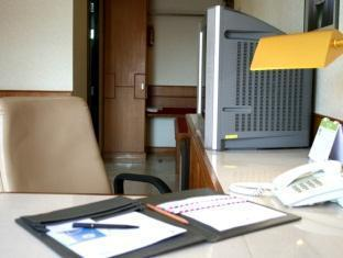 Swiss Park Hotel Bangkok - Executive Room- Working Area