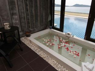 The Blue Marine Resort & Spa Phuket - Külalistetuba