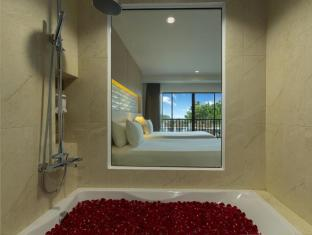 Chanalai Garden Resort, Kata Beach Phuket - Bathroom