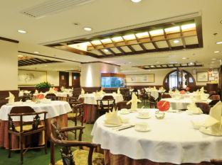 Emperor (Happy Valley) Hotel Hong Kong - Food, drink and entertainment