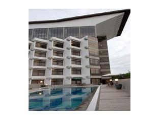 Kenari Hotel Makassar - Kolam renang