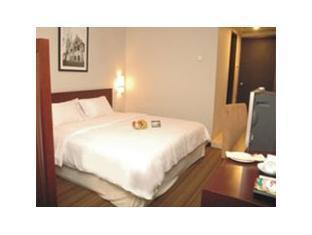 Kenari Hotel Makassar - Kamar Tidur