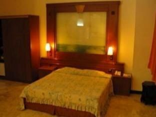 Satelit Hotel Surabaya - Guest Room