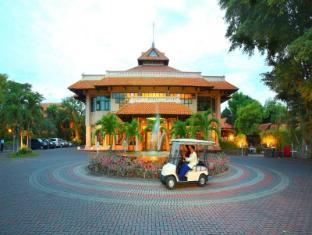 Equator Hotel Surabaya - Laluan Masuk