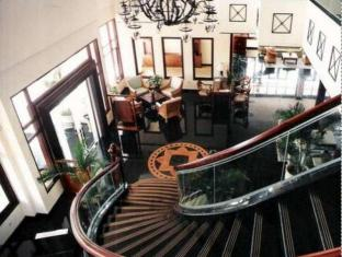 Equator Hotel Сурабая - Лоби