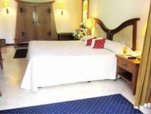 Equator Hotel Surabaya - Habitació