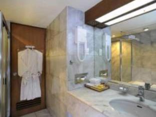 Elmi Hotel Surabaya - Kamar Mandi