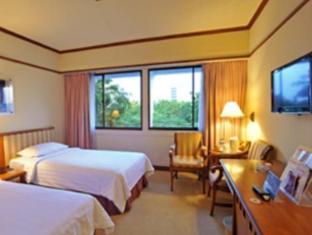 Elmi Hotel Surabaya - Külalistetuba