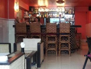 Helen Motel & Pub Phnom Pénh - bar/salon