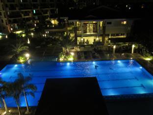 Agnes Paradise Condo Manila - Swimming pool