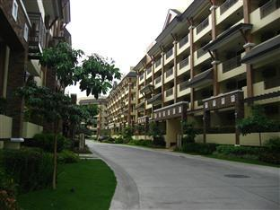 Agnes Paradise Condo Manila - Driveway