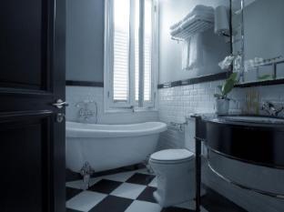 The Majestic Hotel Kuala Lumpur - Majestic Wing Kuala Lumpur - Governor Suite in Majestic Wing - Bathroom