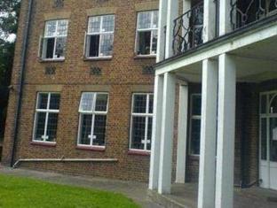 Greenview Court Hostel London - Exterior