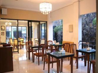 Hotel Murah di Seturan Jogja - Viure Cafe and Guesthouse