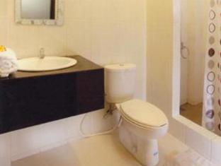 Swan Apartment Bali - Bathroom