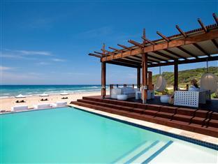 White Pearl Resorts Zitundo - Swimming pool bar
