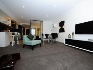 Morgan Suites Brisbane - Living Room 1 Bedroom