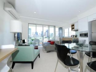 Morgan Suites Brisbane - Living Room 2 Bedroom