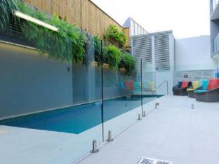 Morgan Suites Brisbane - Swimming Pool