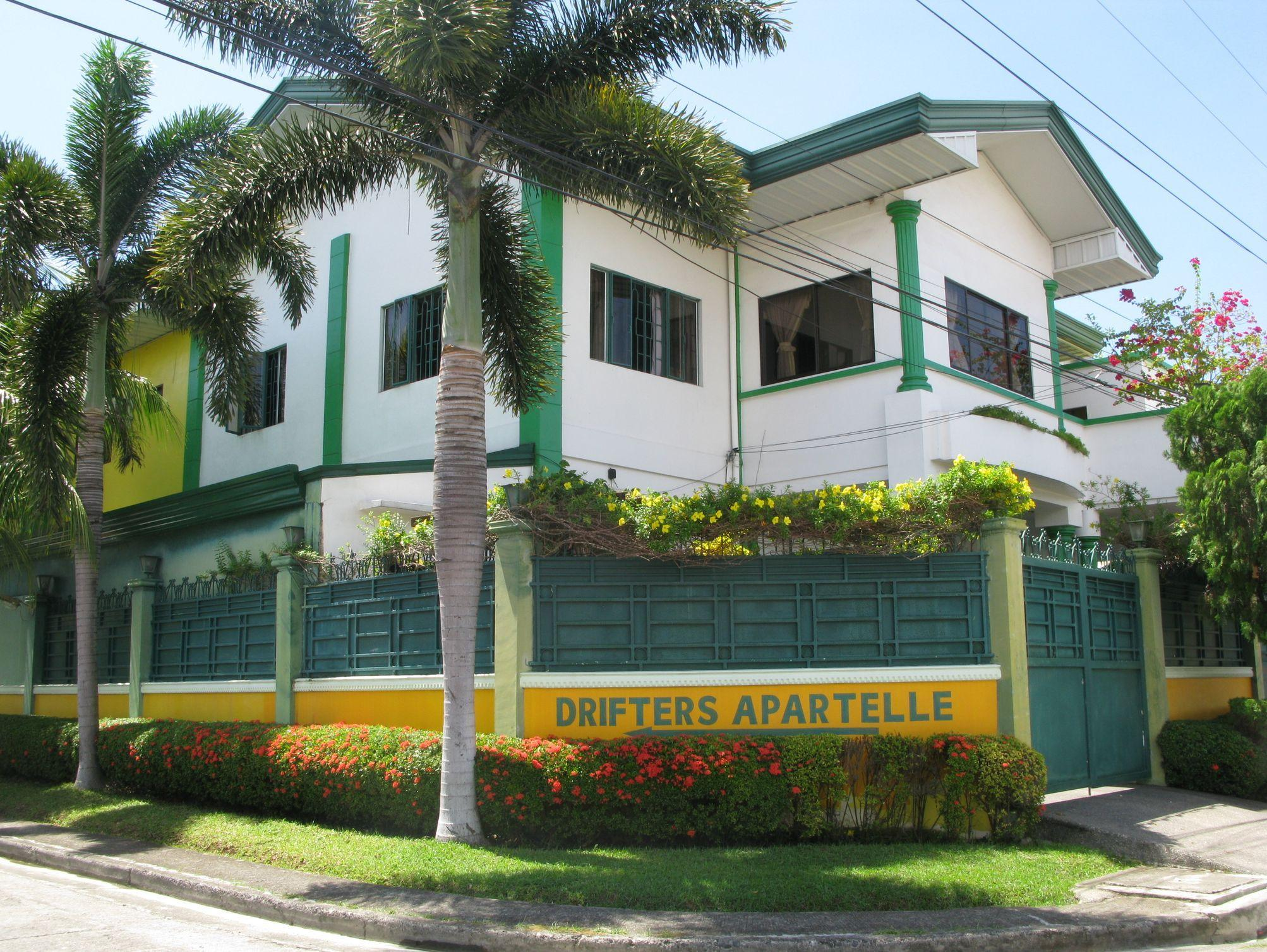 Drifters British Pub and Apartelle - Hotels and Accommodation in Philippines, Asia