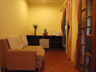 Bangtao Village Resort Phuket - Family 2 Beds Living area